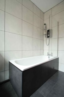 16 Cawdor Road 8 Bedroom Manchester Student House Bathroom 2