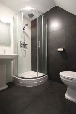 16 Cawdor Road 8 Bedroom Manchester Student House BAthroom 3