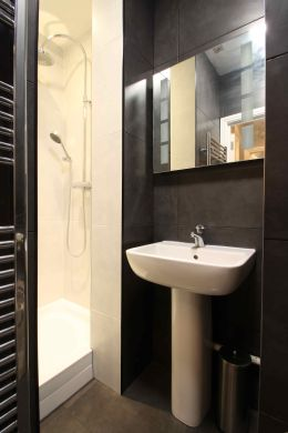 9 Cawdor Road 9 Bedroom Manchester Student House Bathroom 2
