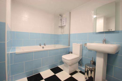 Flat 1, 17 Ladybarn Road Manchester Student House Bathroom 1