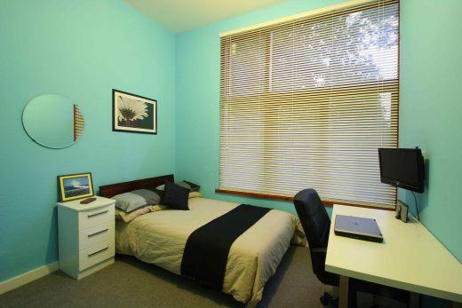 Flat 2, 17 Ladybarn Road Manchester Student House bedroom 1