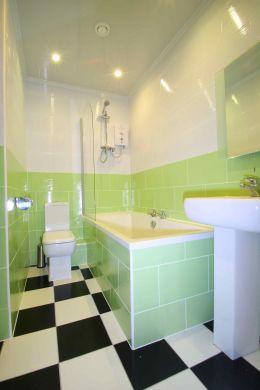 Flat 2, 17 Ladybarn Road Manchester Student House bathroom 1