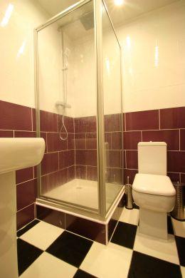 Flat 2, 17 Ladybarn Road Manchester Student House bathroom 2