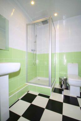 Flat 4, 17 Ladybarn Road Manchester Student House bathroom 2
