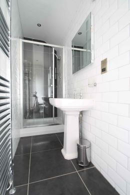 87 Lenton Boulevard 8 Bedroom Nottingham Student House bathroom 2