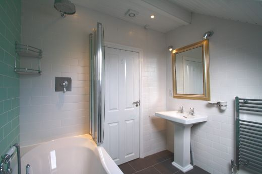 9 Buckingham Mount 6 Bedroom Leeds Student House bathroom