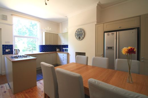 9 Buckingham Mount 6 Bedroom Leeds Student House dining room