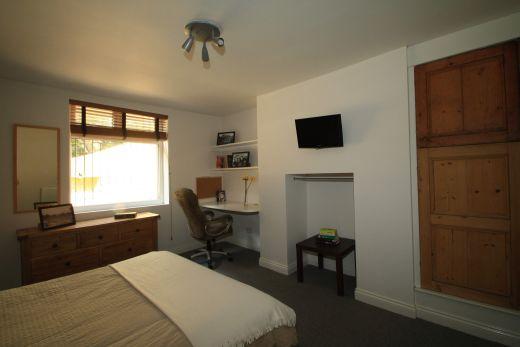 9 Buckingham Mount 6 Bedroom Leeds Student House living room 2