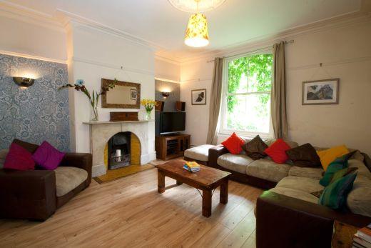 9 Buckingham Mount 6 Bedroom Leeds Student House living room 1
