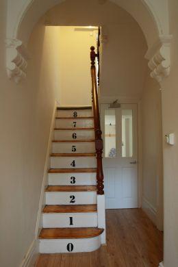9 Buckingham Mount 6 Bedroom Leeds Student House corridor staircase