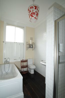 30 Cliff Road 5 Bedroom Leeds Student House bathroom