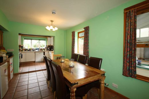17 Devonshire Place 6 bedroom Pennsylvania, Exeter student house dining room 1