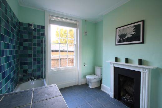 246 Gray's Inn Road 4 Bedroom London Student House Bathroom 1
