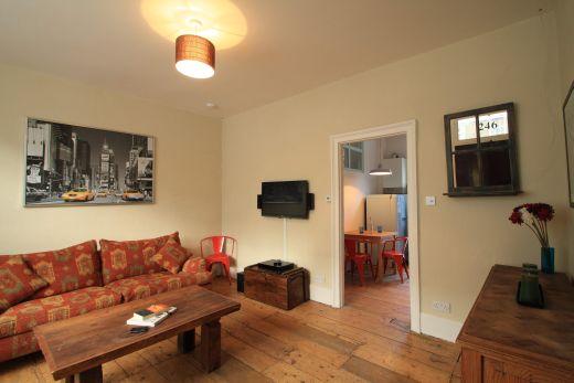 246 Gray's Inn Road 4 Bedroom London Student House Living Room 1