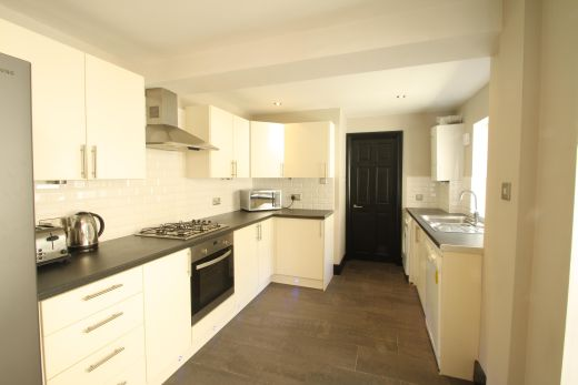 28 Meadow Place 4 Bedroom London Student House Kitchen 2