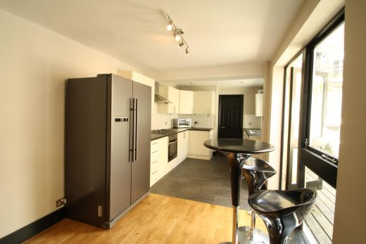 28 Meadow Place 4 Bedroom London Student House Kitchen 1