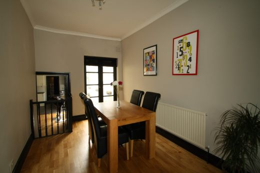 28 Meadow Place 4 Bedroom London Student House Dining Room 1