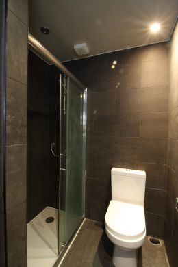 28 Meadow Place 4 Bedroom London Student House Bathroom