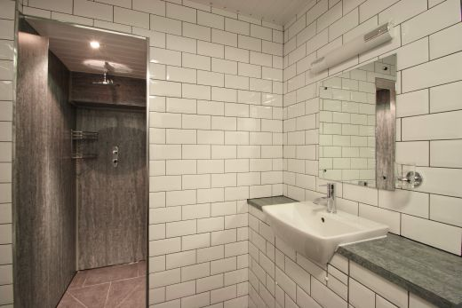 Flat 1, 154 Woodsley Road 6 Bedroom Leeds Student House bathroom 1