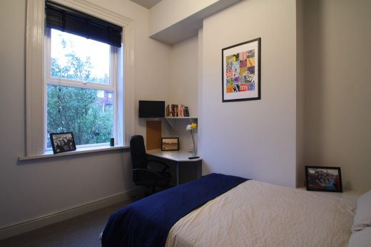 Flat 1, 154 Woodsley Road 6 Bedroom Leeds Student House bedroom 2