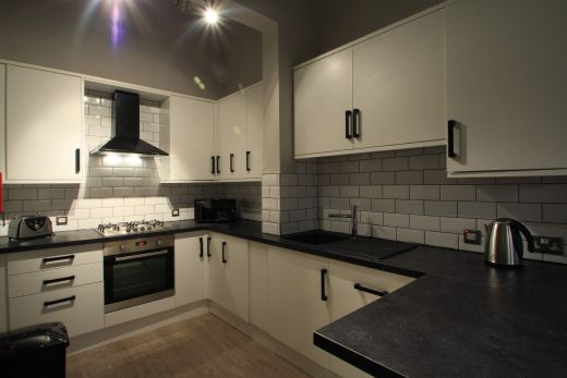 Flat 1, 154 Woodsley Road 6 Bedroom Leeds Student House ktichen 2
