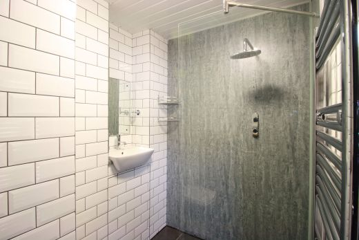 Flat 1, 154 Woodsley Road 6 Bedroom Leeds Student House bathroom 2