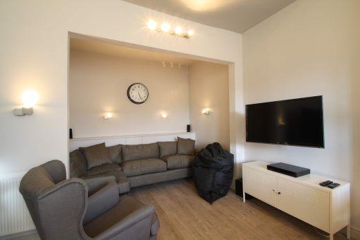 Flat 2, 154 Woodsley Road 7 Bedroom Leeds Student House living room