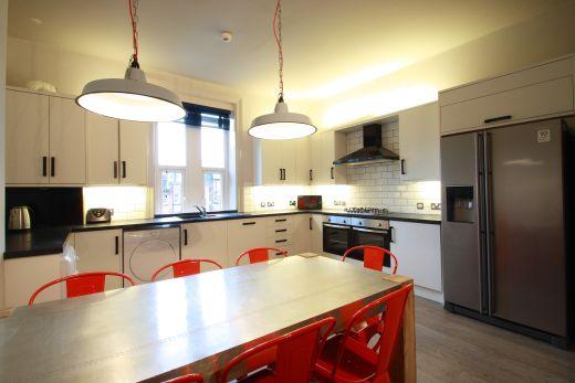 Flat 2, 154 Woodsley Road 7 Bedroom Leeds Student House kitchen 1