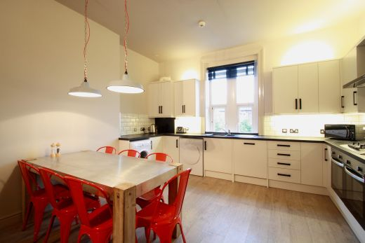 Flat 2, 154 Woodsley Road 7 Bedroom Leeds Student House kitchen 3