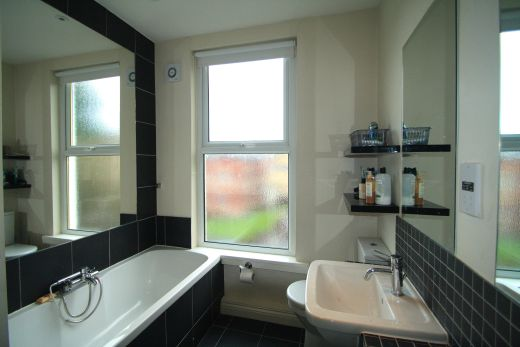 19 Kensington Terrace 6 Bedroom Leeds Student House bathroom