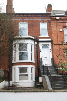19 Kensington Terrace 6 Bedroom Leeds Student House exterior shot