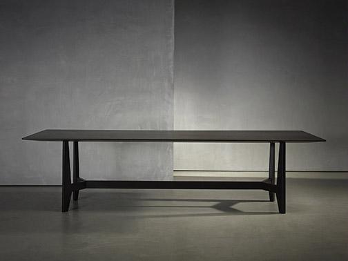 YKE dining table