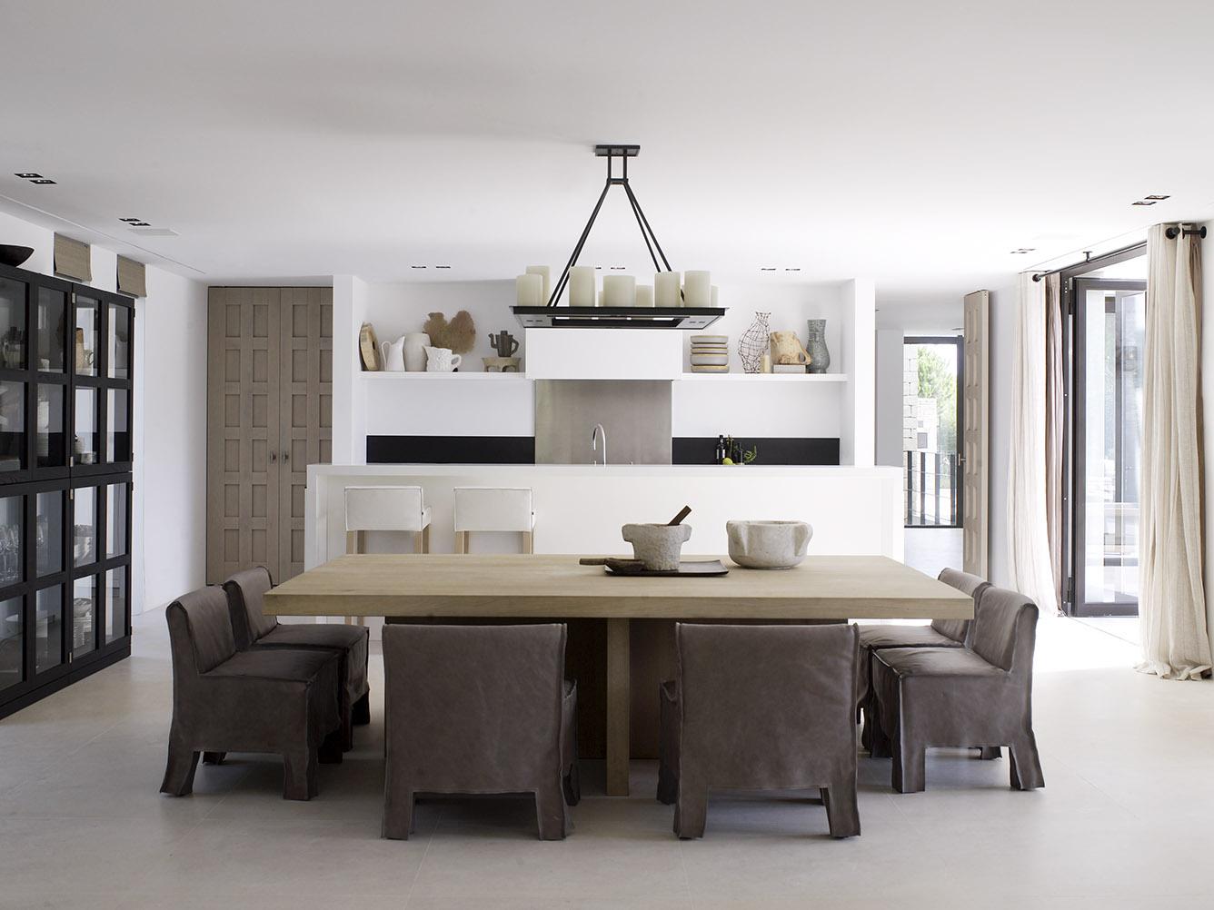 South coast villa with SAAR bar stool