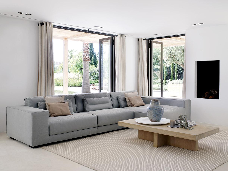 South coast villa with DIEKE sofa