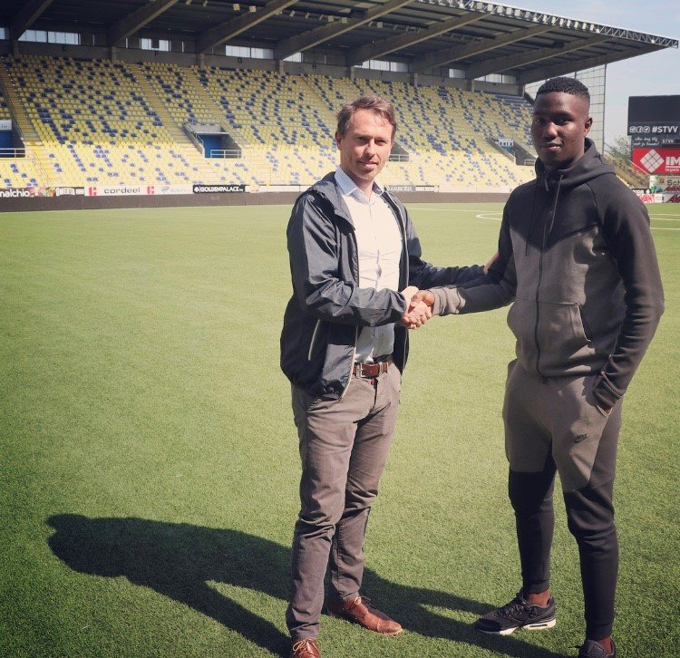 Mo Nitcheu Signs First Professional Contract with STVV