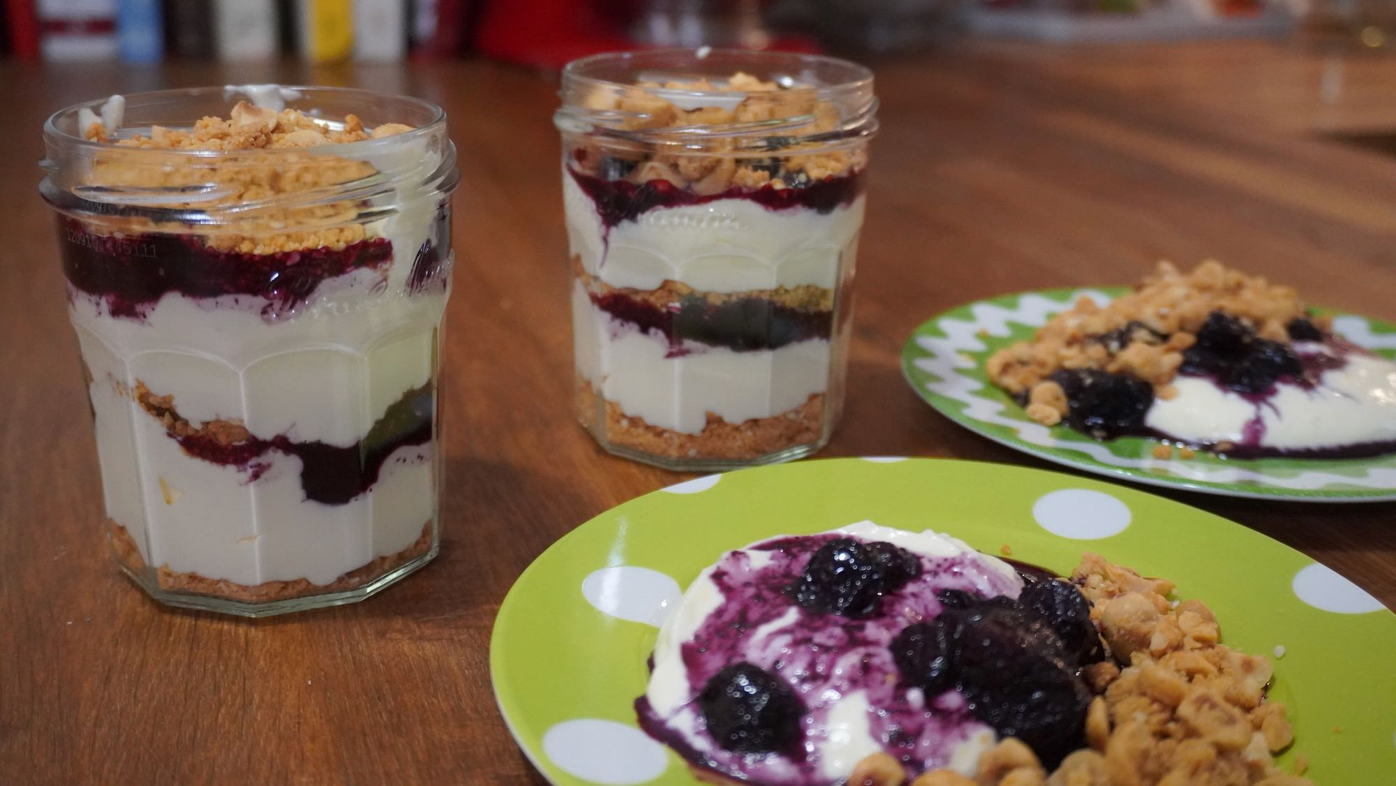 Blueberry Cheesecake: hipster jar style, no-bake + gluten-free