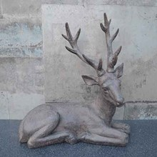 SITTING STAG DECORATION