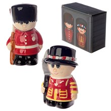 SALT AND PEPPER SHAKER - GUARDSMAN AND BEEFEATER