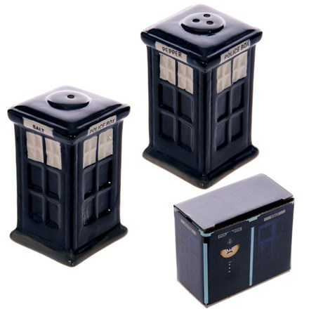 NOVELTY SALT AND PEPPER SHAKER - POLICE BOX
