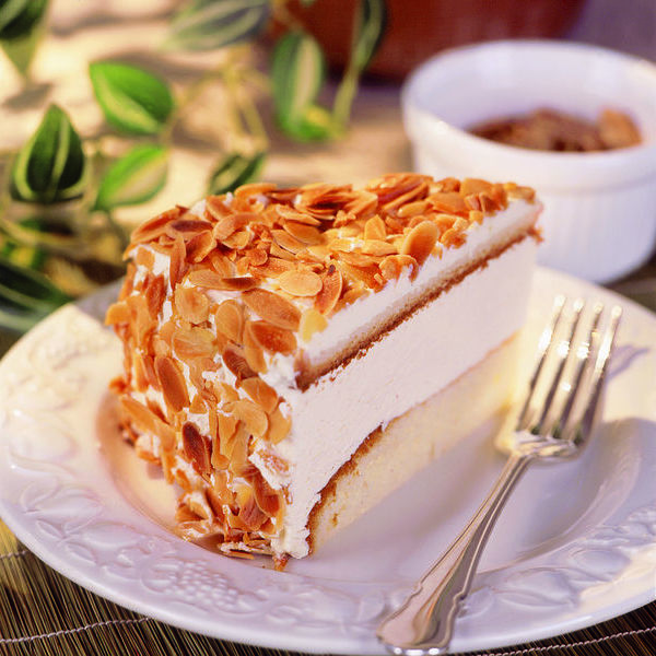 Amaretto Cheese Cake Gateau