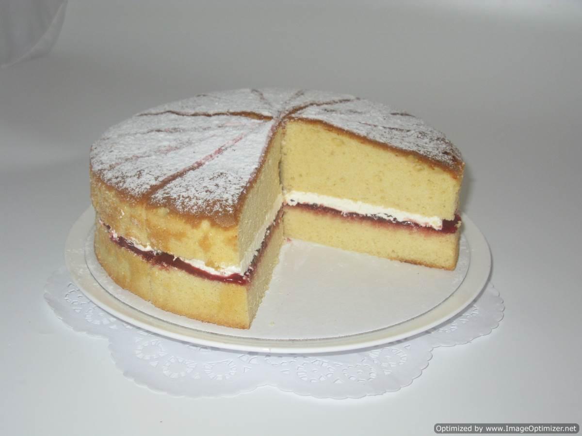 Victoria Sponge Cake (frozen) - pre-cut x 14