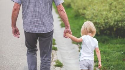 Perheen huono sosioekonominen asema lisää lapsen riskiä kuolla syöpään