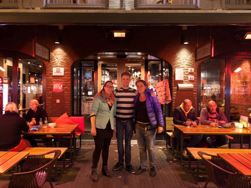 reserveer een tafel bij restaurant h32, café met keuken in oss