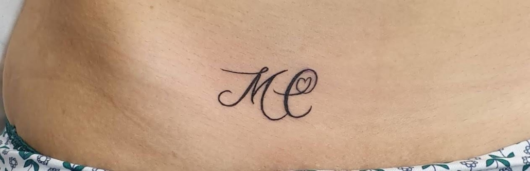 Tatuaje Pequeno de Iniciales