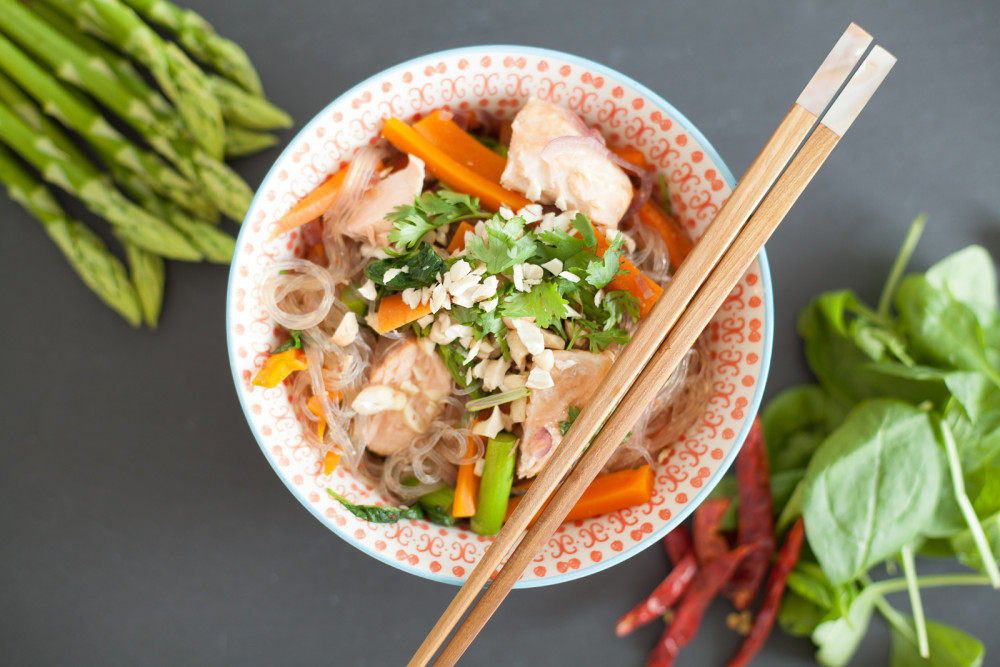 Soulfood in a Bowl: asiatischer Glasnudelsalat mit Honig