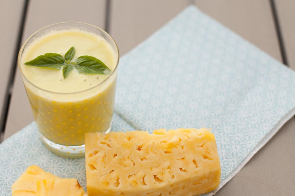 Stoffwechsel-Smoothie mit Ananas und Ingwer