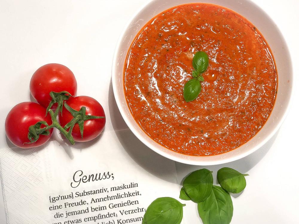 Gaumenschmeichler: geröstete Tomaten-Paprika-Suppe