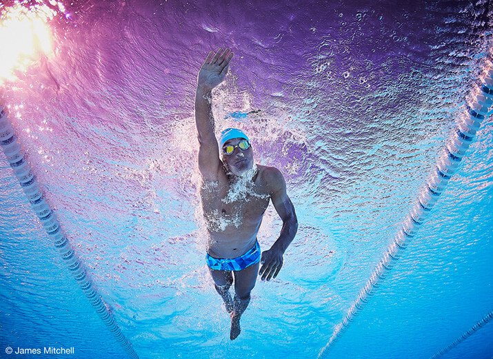 Ein Schwimmer beim Kraulen