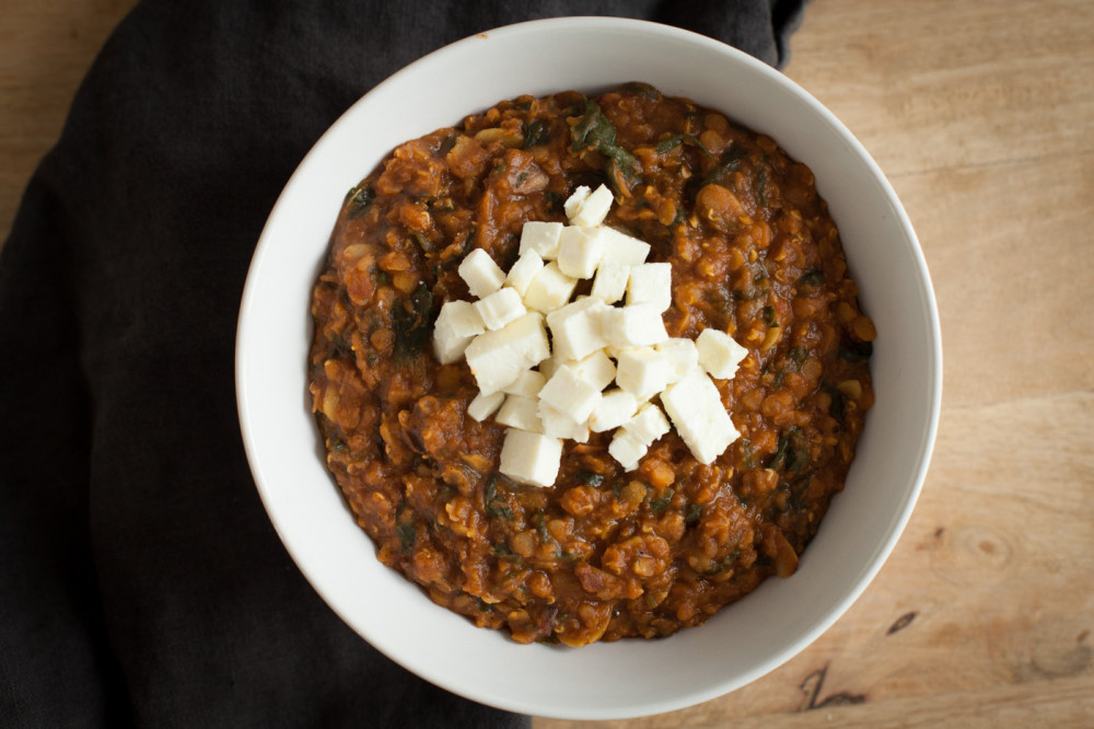 Indisches Linsen-Dal mit Mandeln und Spinat