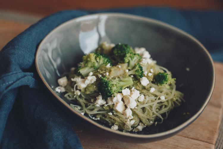 Glasnudeln mit Brokkoli-Schwarzwurzel-Sauce